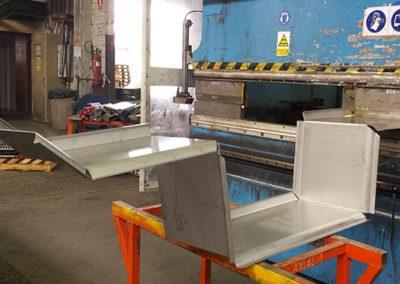 Tapasa matrices y punzones permiten fabricar todo tipo de bandejas